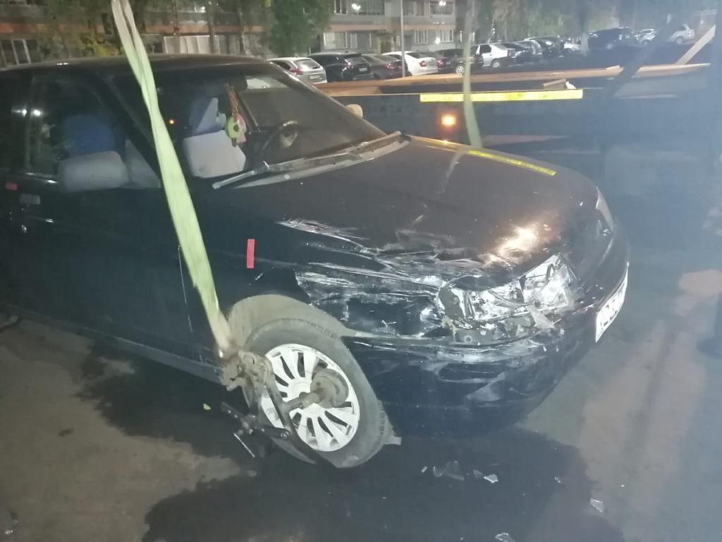 В Набережных Челнах нетрезвый водитель протаранил три припаркованных автомобиля